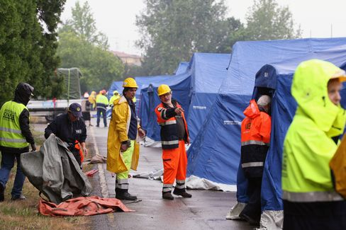 Italy Quake Survivors Move to Tent Cities as Aftershocks Hit