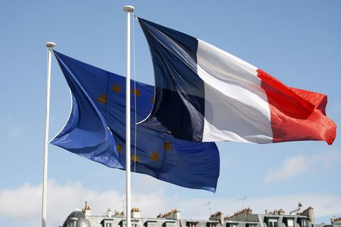 Harvard's Gopinath Helping Hollande Beat Euro Zone Straitjacket