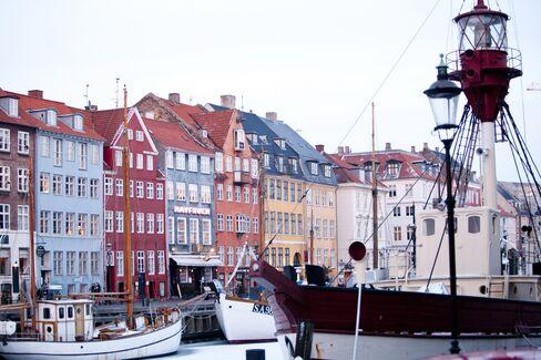 Danish Bonds' Crisis Resilience Spawns Funding Risks