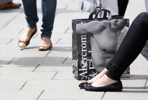 Abercrombie Settles Pilot Lawsuit After CEO Ordered to Testify