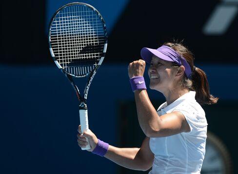 China's Li Beats Sharapova to Reach Australian Open Tennis Final