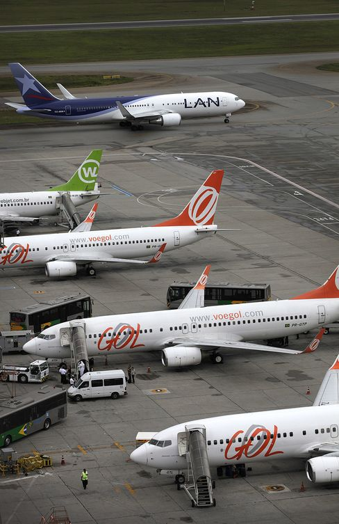 Gol Plunges to 10-Week Low as Brazil Plans New Airport Rules