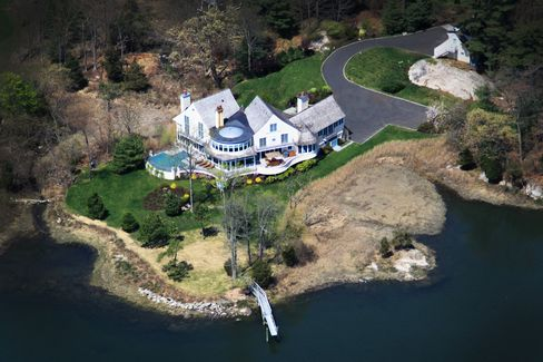 Wealthy Use Auctions to Sell Mansions