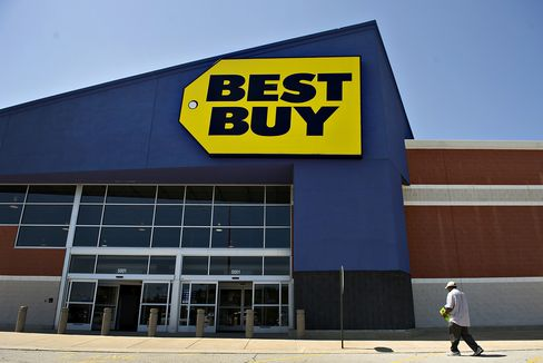 Best Buy Falls After Extending Schulze's Deadline for Offer
