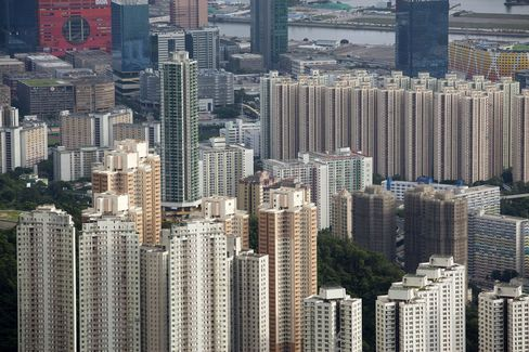 Hong Kong Sells Local-Buyers-Only Home Sites for $585 Million