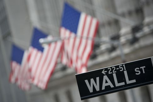 Half of Wall Street Workers Expect Higher Bonus, Survey Finds