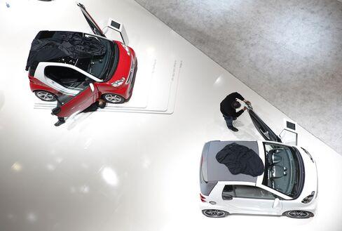 Daimler to Update Targets After Markets Start Year Weaker