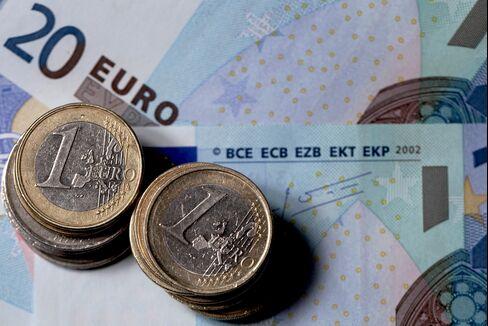Stocks Fall as Euro Weakens Before Ministers Meet