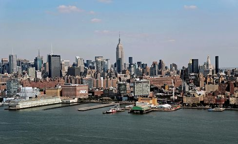 Manhattan's Top-Tier Office Rents Decline by Most in Three Years