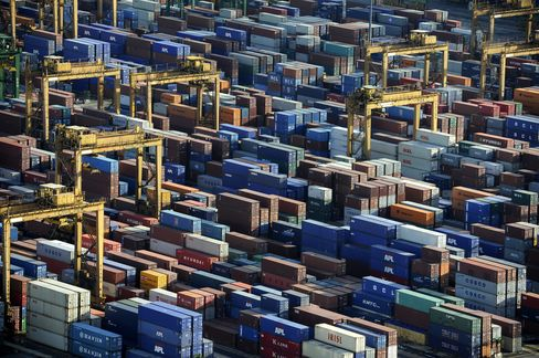 Singapore Lowers 2013 Export Growth Outlook Amid China Slowdown