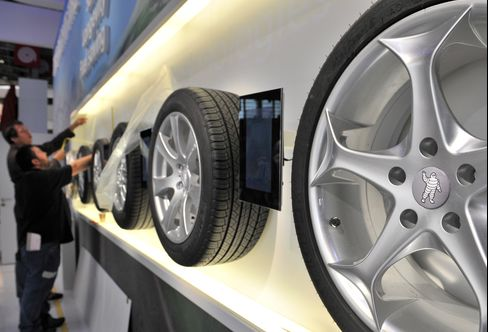 Rubber Rebounding 32% as Reserve Drop Drives Michelin Costs