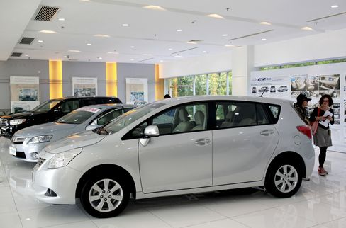 BYD, Guangzhou Auto Decline on Earnings Miss