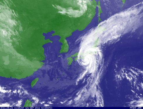 Typhoon Roke to Pass Tokyo, JAL Cancels 115 Flights