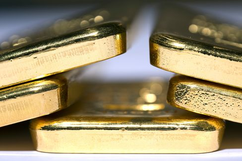 Gold Prices Tumble Most in Five Months as Cyprus to Sell Bullion