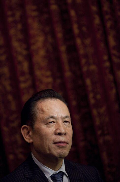 Billionaire Okada's Vegas Losses Mount as Wynn Doubles Dividend