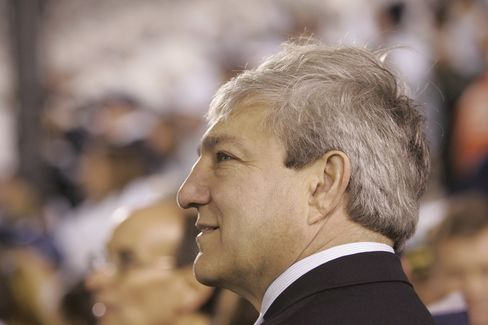 Ex-Penn State President Spanier Charged in Sandusky Coverup