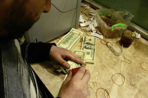 Egypt Turmoil Curbs Demand for Black-Market Dollars