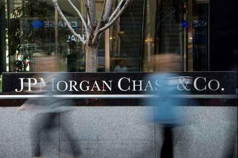 U.S. Stocks Decline on JPMorgan Earnings Amid Technology Selloff