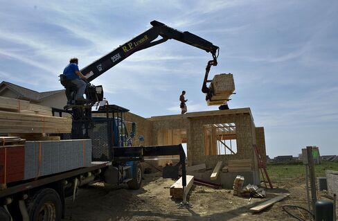 Housing Starts in U.S. Fall as Permits Reach Four-Year High