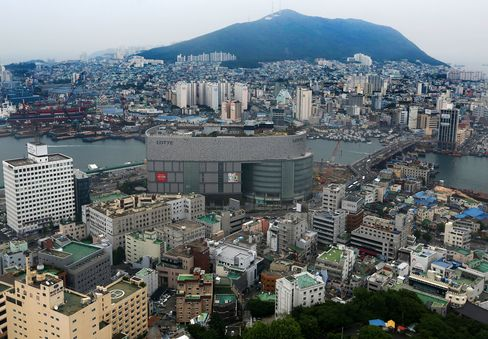 Korean Corporate Bond Sales Fall 21% on Rate-Cut Expectations