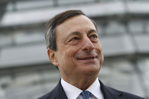 Draghi Backs Schaeuble Plan for Euro-Region Budget Commissioner