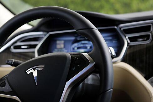 Tesla Seen Posting Quarterly Loss Following First Profit