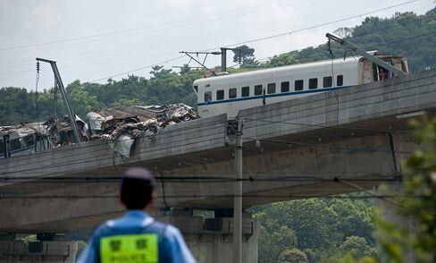 Rail Stocks Tumble in China, Hong Kong After Train Crash