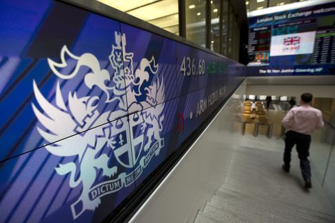 Europe Shares Advance With Asian Stocks as Dollar Strengthens