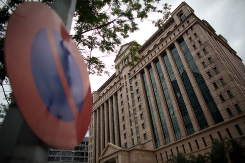 Malaysian Stocks Fall Most in 10 Weeks Before Polls Announcement