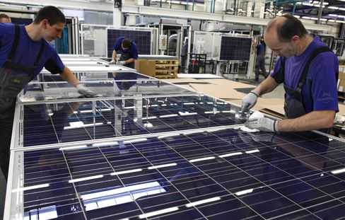 Solarworld Bonds Plunge With Shares on Push for Debt Revamp