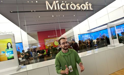 Microsoft Deploys College-Kid Cool in Windows 8 Apps Race