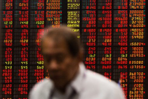 Philippine Stocks Sink to 2-Month Low on State Spending Concern