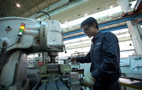 China Manufacturing Unexpectedly Expands on Orders