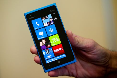Nokia U.S. Future at Risk as AT&T Debut Sales Seen Below Million