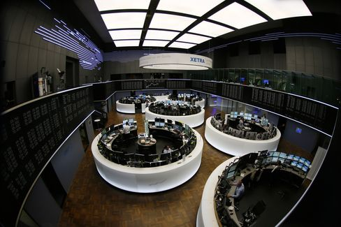European Stocks Drop for Third Consecutive Day
