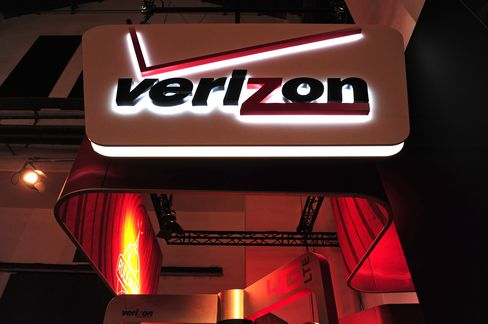 Verizon Puts Highest Since '05 After Shares Rally 10%