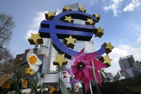 Euro Rises From 2-Year Low as Ireland Votes, Spanish Yields Fall