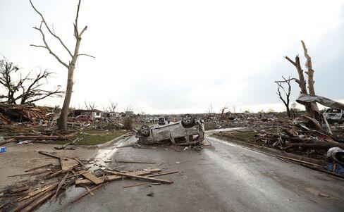 Death Toll Passes 90 as Oklahoma Tornado Devastates Suburb