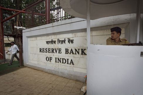India's Central Bank Expects Inflation to Ease, Subbarao Says
