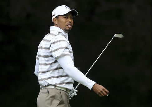 Tiger Woods on the Sixth Hole