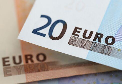 Euro Approaches 2-Week High Against Dollar