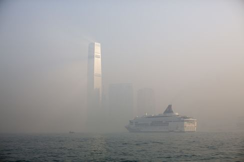 Hong Kong Pollution Reaches Severe Level as Pollutants Trapped