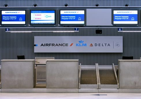 French Flights Crippled as Controllers Strike to Keep Authority