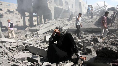 Palestinians Searching Building Debris in Beit Hanoun