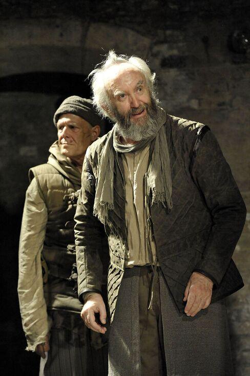 Ian Gelder as Kent and Jonathan Pryce as Lear