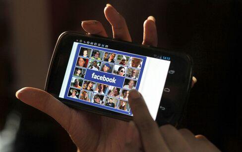 Facebook Failing to Garner Day-One Pop Lags Behind Google Debut