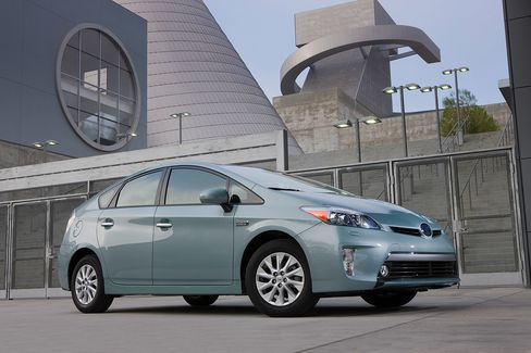 Toyota Prius Escapes Niche to Surge Into Global Top Three