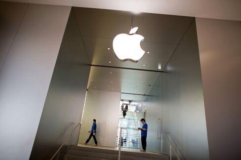 Google-Apple Valuation Gap Widest Since '05 on Advertising