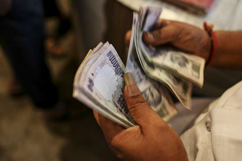 India's Rupee Plunges to Record Before Federal Reserve Minutes