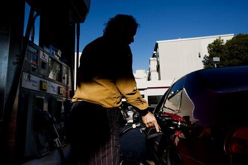 Consumer Prices in U.S. Fell in March on Cheaper Gasoline (1)
